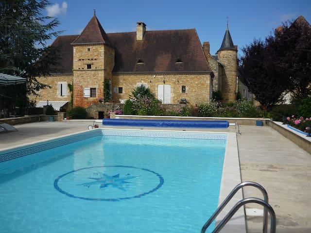 Domaine LeMagnolia Chambres d'Hotes - Saint-Martial-de-Nabirat - Villa