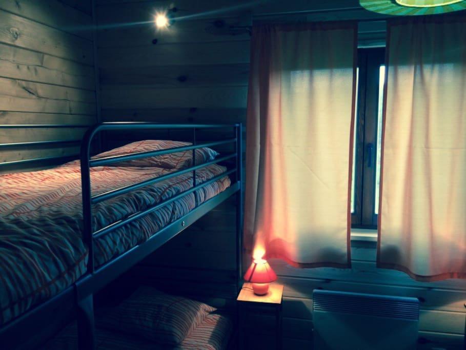 Sypialnia 2, wszystkie łóżka mają indywidualne lampki do czytania