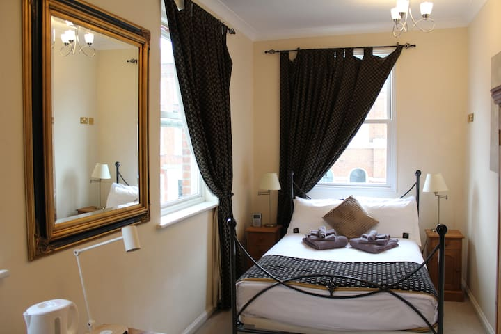 Double En-Suite Room - Chertsey