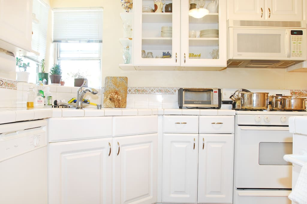 The kitchen includes fridge/freezer, stove, oven, microwave, toaster oven and dishwasher.