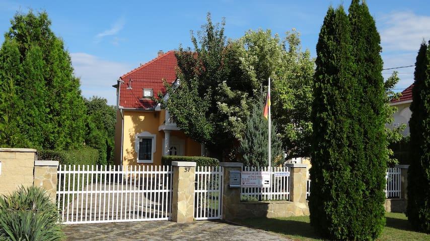 Ferienhaus mit Pool ( 8x4x1,5 ) - Balatonszárszó - Vila