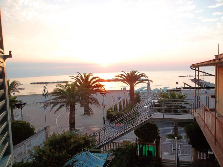 FIRST ROW ON THE SEA-Marina Piccola