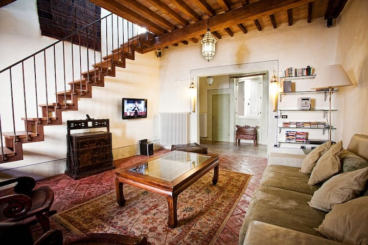 Lovely family-friendly, old-town flat with terrace - Città di Castello - Huoneisto