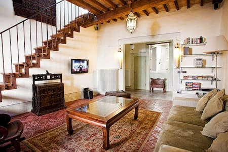 Lovely family-friendly, old-town flat with terrace - Città di Castello - アパート