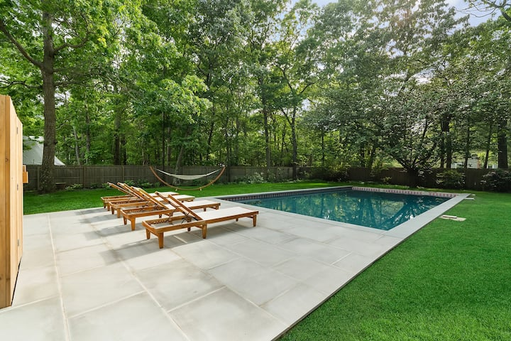 Chic, Bright 5-Bed in East Hampton w/Pool + Beach