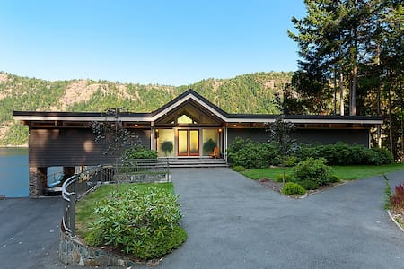 Tranquil Waterfront Retreat - Malahat
