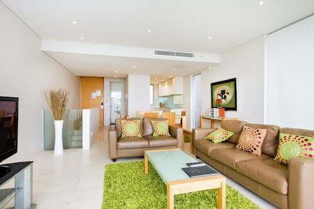 Luxury Two Bedroom-Unlimited WIFI! - Noosa Heads - Lejlighed