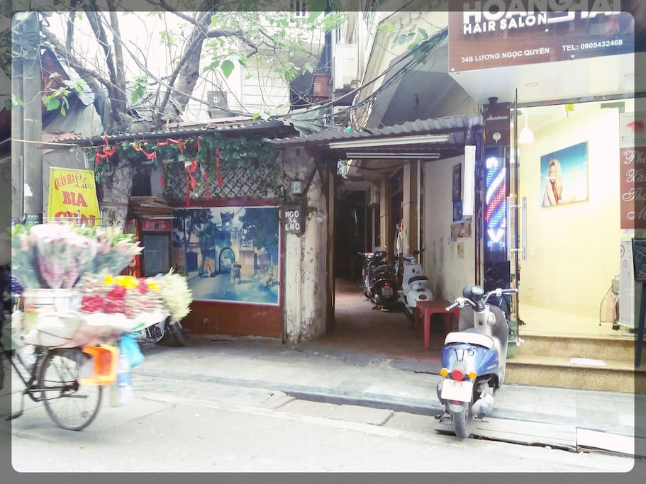 Entrance to Langhomestay @ Alley 34 Luong Ngoc Quyen