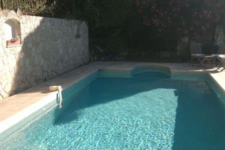 Pool studio de 30m2 vue montagne - Le Bar-sur-Loup - Apartamento