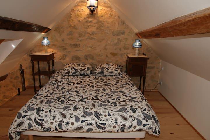 La Grange des Blins: Le Grenier - Jouy - Apartment