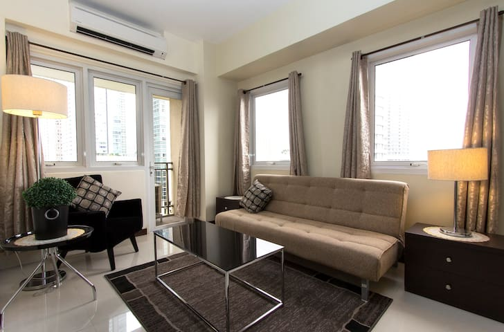 Stylish 1BR unit very near Shangrila & Megamall - Mandaluyong - Apartment