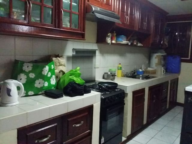 Comfortable 3 bedroom family house - Dasmariñas - Casa
