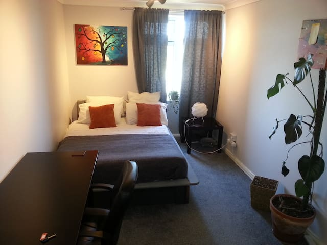 Double Bedroom - Southwick - Apartment