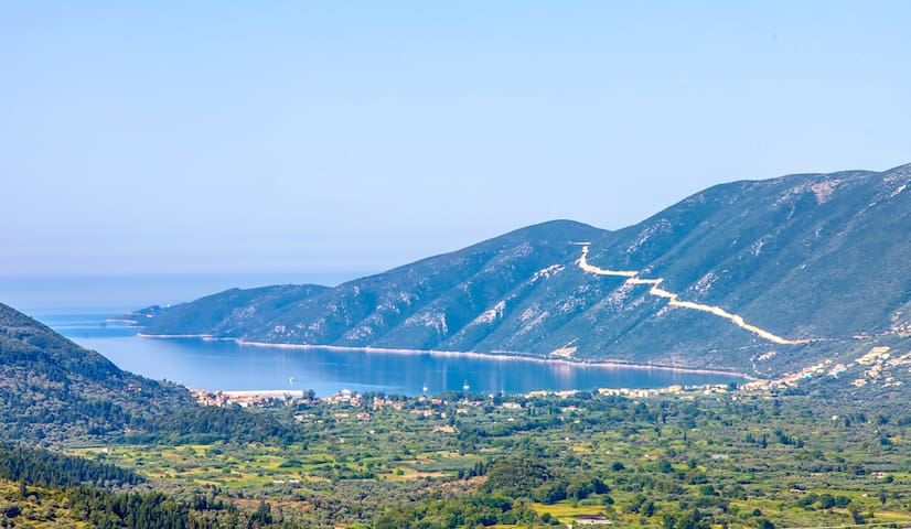 Peaceful flat with great view over Vasiliki's Bay