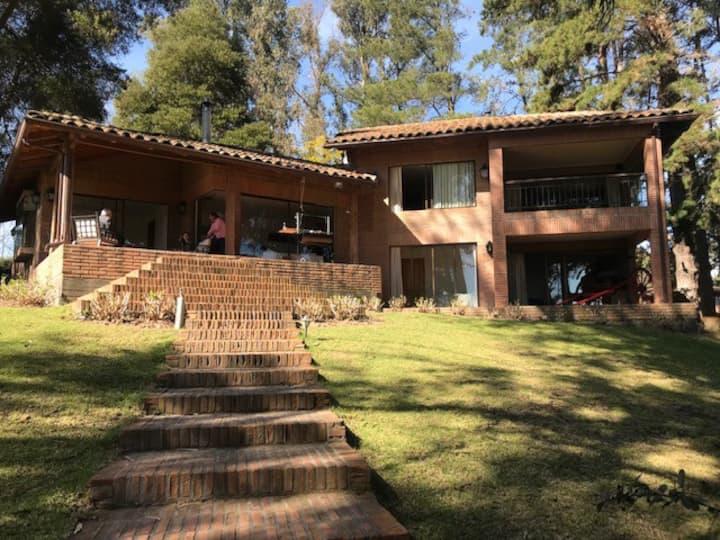 Increíble casa orilla de lago Rapel, El Estero