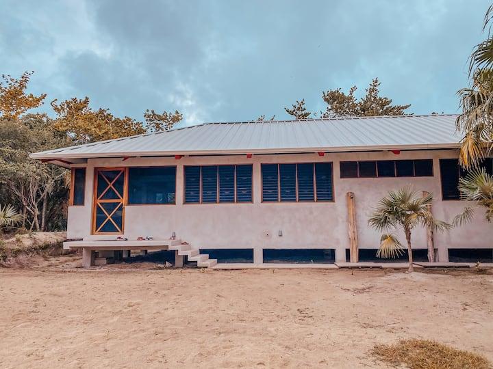 Casa Artemia dentro de la Estación BiológicaFPyEH*