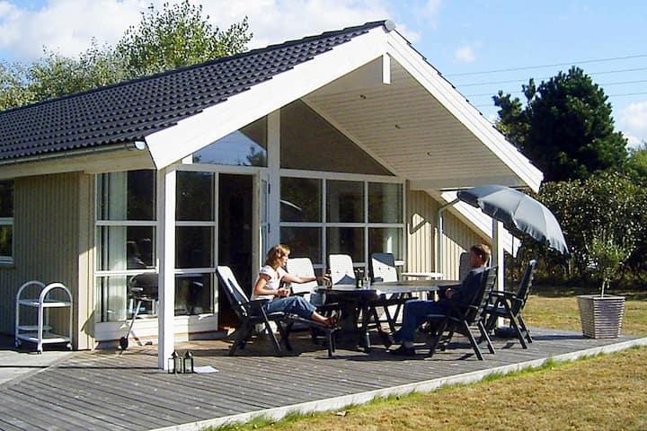 Luxe vakantiehuis in Dannemare met gemeubileerde tuin