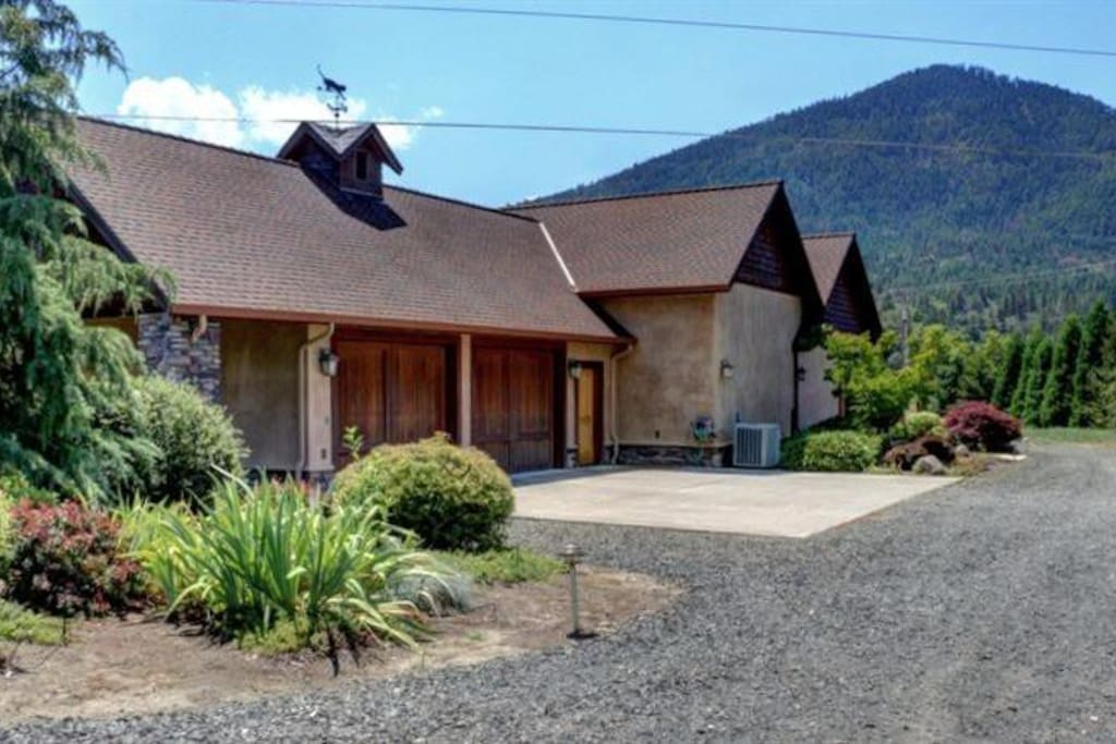 Applegate river guest house houses for rent in for Applegate house