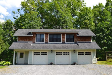 Chic & Secluded Carriage House - New Paltz - Ris