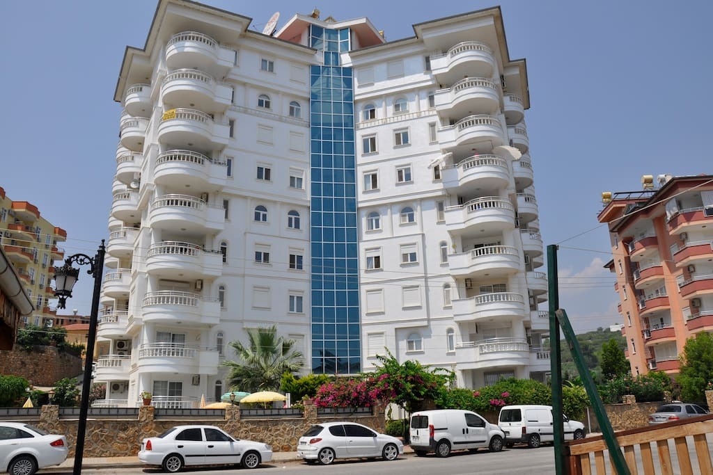The appartment is situated on 5th floor in this beautiful building just 4-500 meters walk from the sea