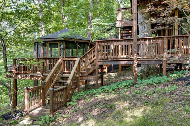 Wooded Sanctuary Minutes from Nashville