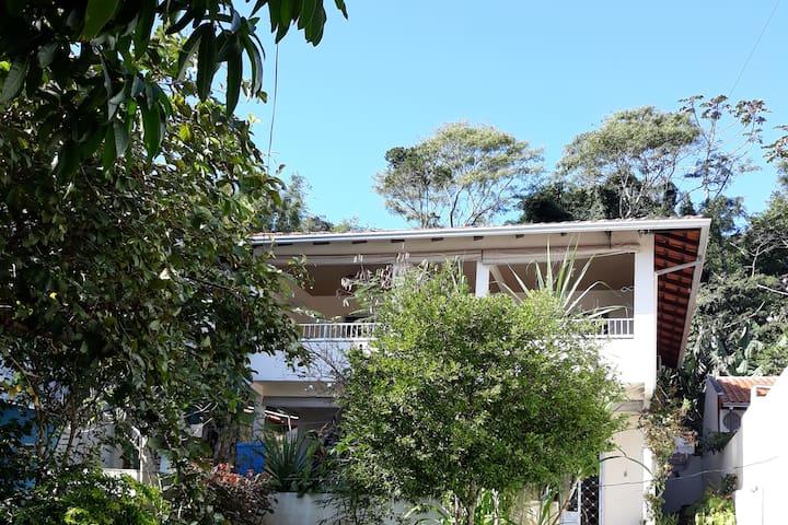Apartamento 1, centro, Bombinhas-800 mts  da praia