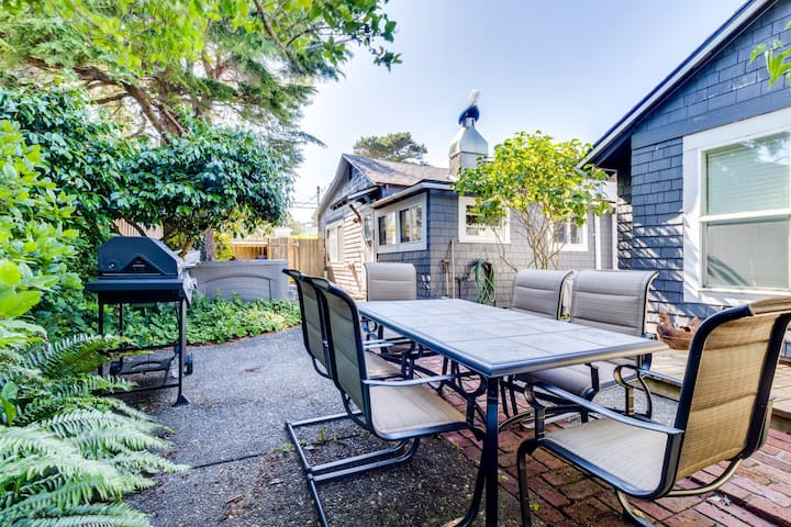 Dog-friendly cottage offers private hot tub and great location 1 block to beach