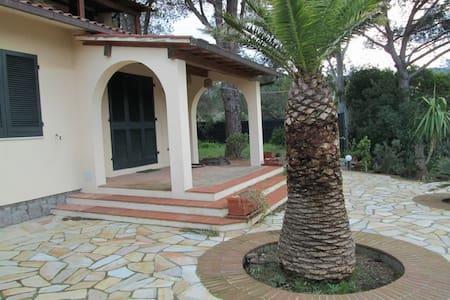 Villa a 100 mt dal mare - Procchio