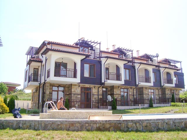 Villa Karen Apartment with balcony - Burgas - Pis