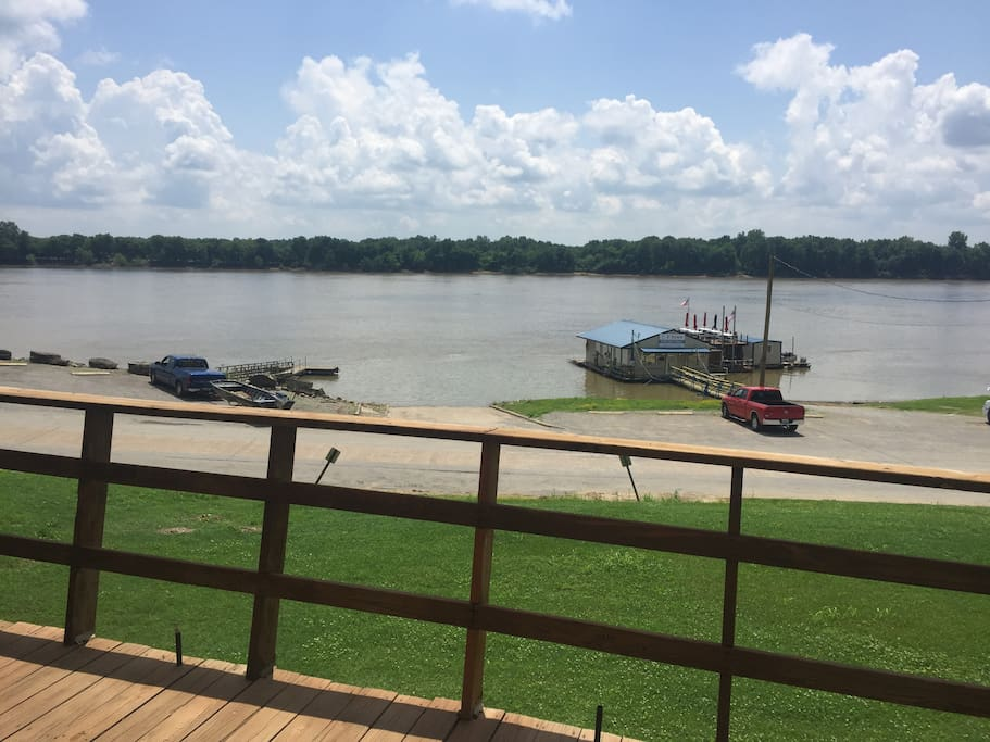 View of Ohio River and E-town River restaurant