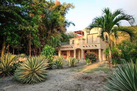 The Sandcastle - 4 Bdrm Hermosa BEACHFRONT House