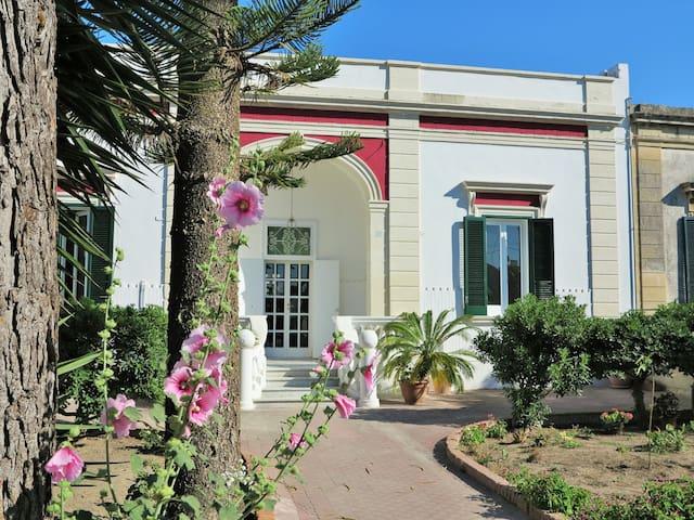 Villa salentina in città  CIS LE07503591000011567