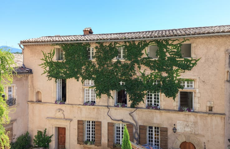 Apt in historic 18th century house - Le Barroux - Apartemen