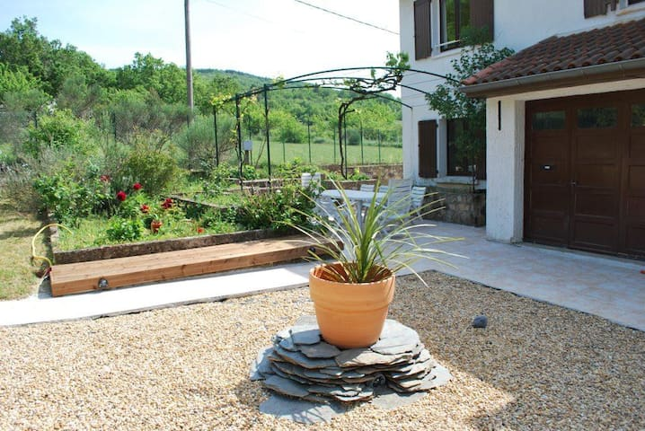 Comfortable Countryside Twin Room - Pardailhan - Bed & Breakfast