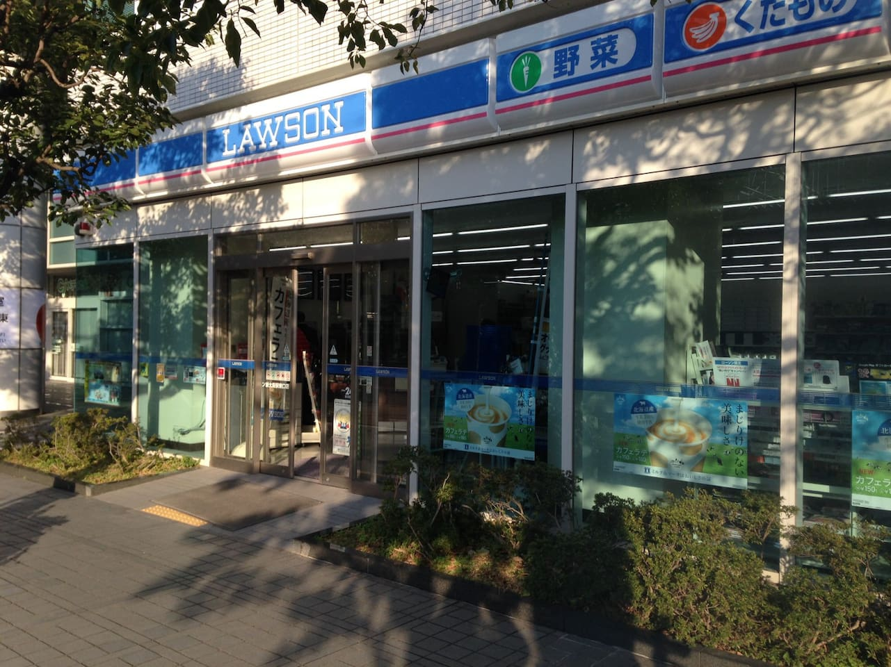 走路1分钟的大型便利商店LAWSON Big convenience store LAWSON, only 1 minute walk