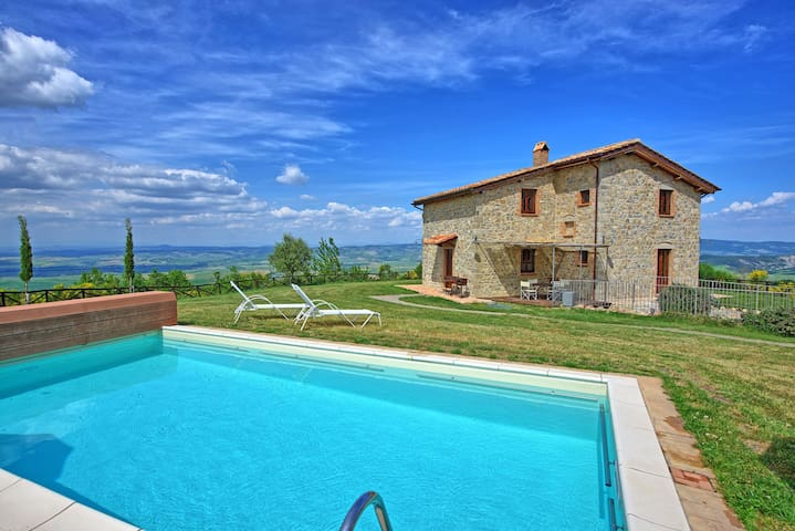 Villa Campiglia - Holiday Villa Rental in Orcia Valley