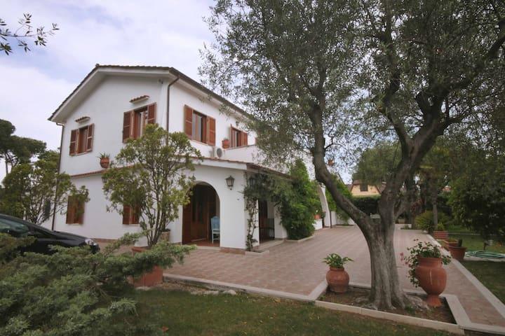 Camere in splendida villa -  Tor San Lorenzo Ardea