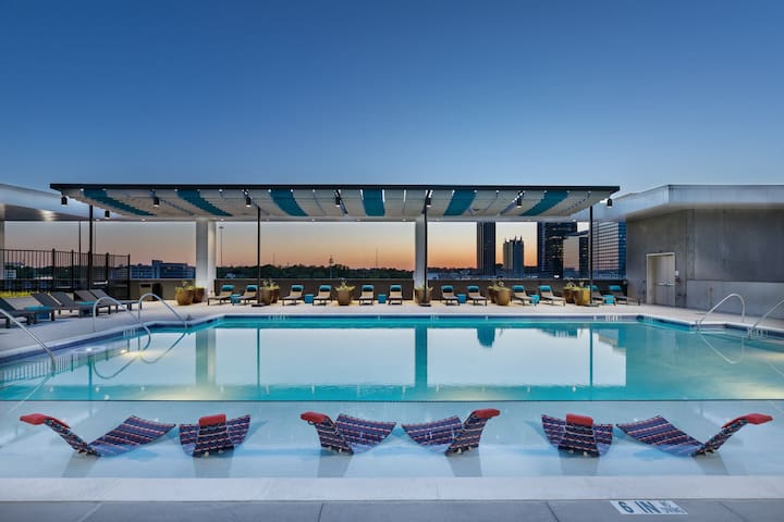 Discounted rate!~Arts Center~rooftop pool!