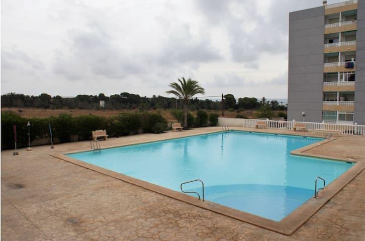 Apartamento con piscina en Punta Prima