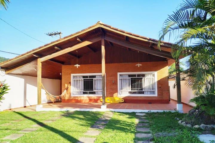 Casa  em Ubatuba 400 mts da praia Lazaro!