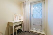 Convenient cosy single room city centre
