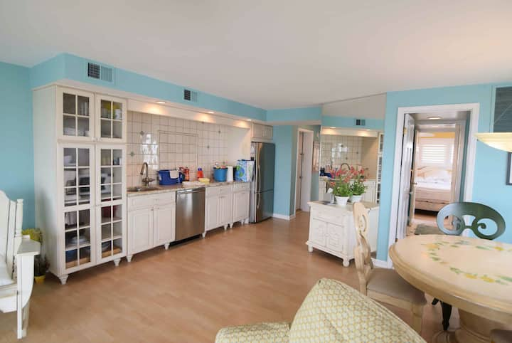OCEANFRONT Avalon Home Steps Away from Town