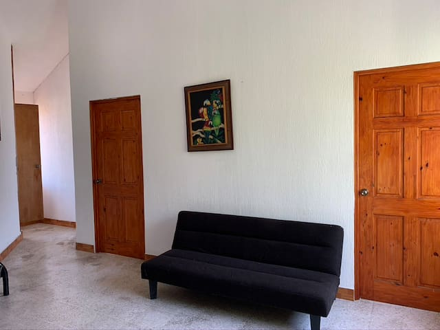 sala común segundo nivel con sofá cama