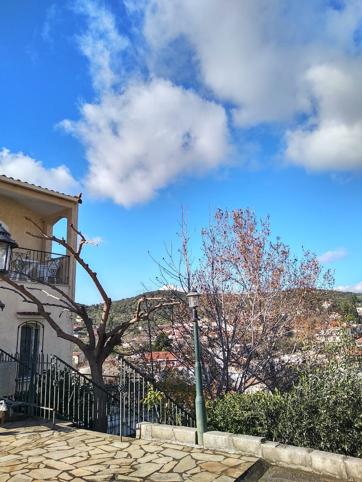 Stella's house akraifnio