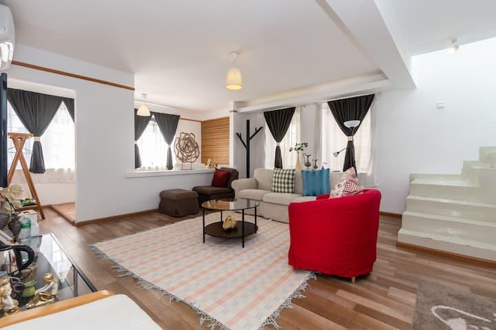 大理古城免费接机站(多套)loft D-可4人住双1.8大床双空调双电视复式双层院内独户70平