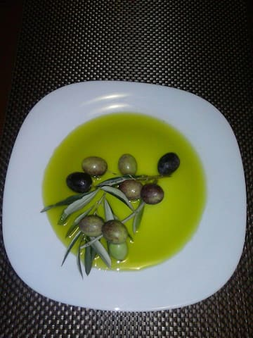 Did you know that Istra is the region where it is produced the best olive oil in the world. This is our product.