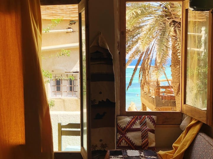 'Sea' -through Apartment
