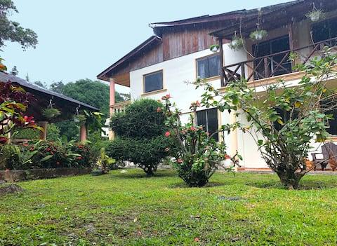 Acogedora Casa Rural en plena naturaleza