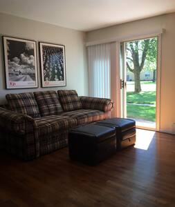 One Bedroom Condominium Chicago West Suburbs - Clarendon Hills