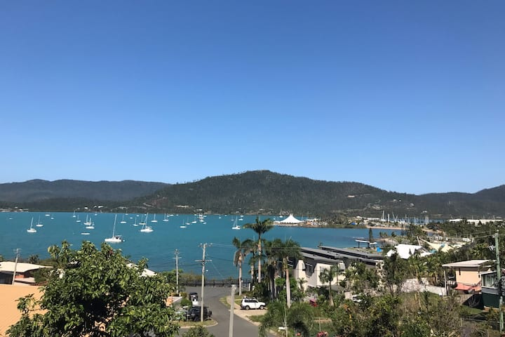 "Airlie Beach ""Following Sea"" unit"